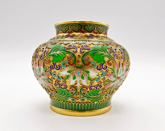 CHINESE CLOISONNÉ VASE Small Vintage Green and Gold Enamel Brass Rotund Cloisonne Vase