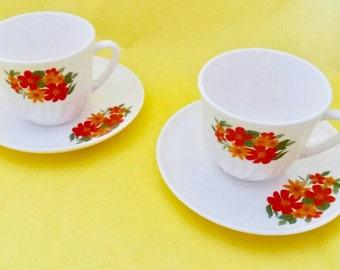 Set of 2 cups Arcopal pattern flowers