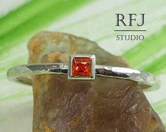 Square Lab Spessartite Garnet Hammered Silver Ring, 2x2 mm Princess Cut Red Orange Cubic Zirconia Ring Square Setting Spessartine Stack Ring