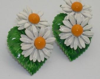 Vintage Enamel Daisy Flower Clip Earrings