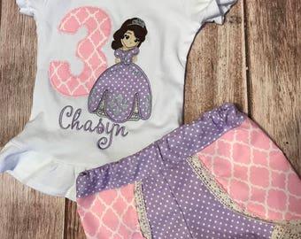 Sophia el primer número de cumpleaños Monogramed te apliques y pantalones cortos de Coachella que empareja