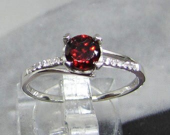 Sterling Silver and faceted Garnet stone ring