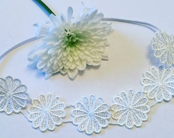 Daisy lace headband on skinny elastic