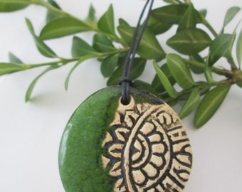 green pendant, ceramic pendant necklace, ethnic ceramic necklace, pottery handmade, bohemian pendant, ceramic jewelry, gift for girl