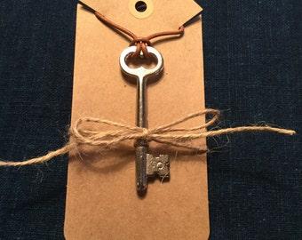 Steampunk Skeleton Key necklace Vintage Key Necklace Leather Cord with Skeleton Key Pendant.