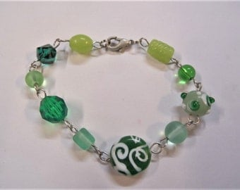 Green beaded bracelet, handcrafted on silver colored wire (S45A)