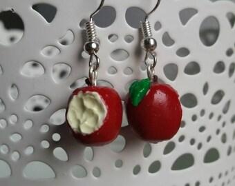 Disney inspired: Snow white. Poison Apple. Apple Earrings. BluesBakkerij