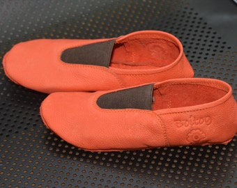 Leather slippers, yoga shoes, ballet shoes, dance shoes, gym shoes, slippers,.