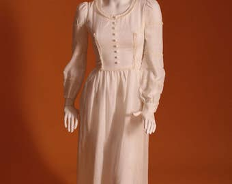 1970's Wallis Laura Ashley Style / Vintage Long Sleeved / Cream Maxi Dress with Lace Detailing. UK Size 6.