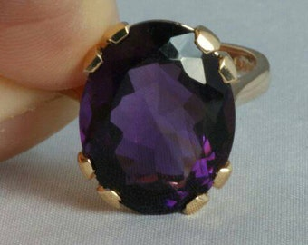 9 carat gold ring with Amethyst
