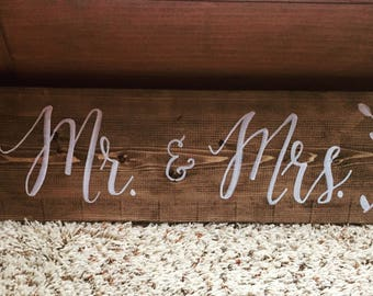 Mr & Mrs sign (2 ft)