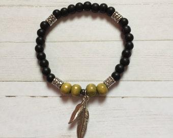 Boho Chic Feather Charm Bracelet in Black