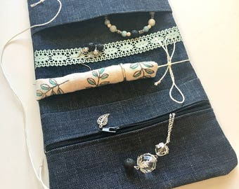 Jewelry roll-up organizer