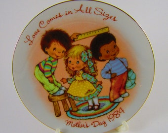 """Vintage Avon Collectors Plate, Mothers Day 1984, """"Love Comes in All Sizes"""", Porcelain, Japan"""