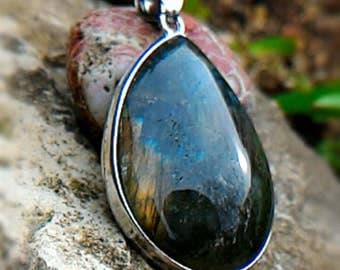 Labradorite pendant, acts as a shield.