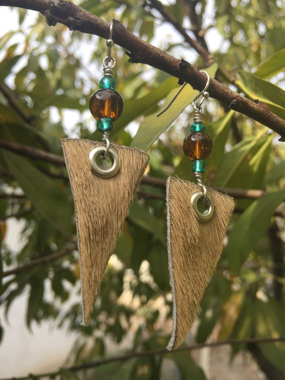 Leather earrings with glass beads