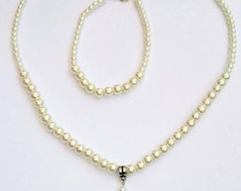 Pearl necklace with drop and bracelet