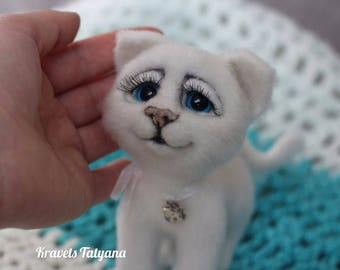 Needle felt white cat,felt toy,needle felted animal,felted cat, cat sculpture,wool felt animal,wool felt cat,felting,needle felt,cute kitten