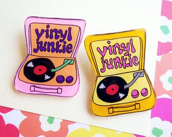 Record player brooch, pin, vinyl junkie, retro, 60s 70s