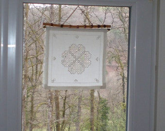 Raamhanger, Suncatcher, Bamboo vintage ophang systeem met Hardanger borduursel
