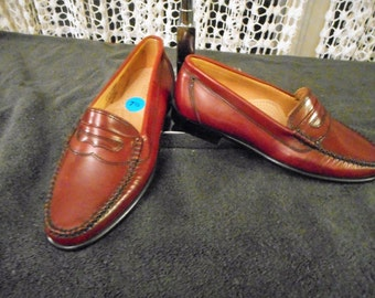 G.H BASS & Co WEEJUNS Loafers     Supper Nice     Never Worn