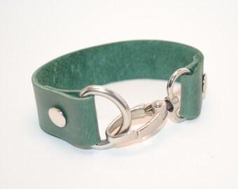 Green leather bracelet, Сarabiner bracelet, Women cuff, Genuine leather bracelet, Womens leather jewelry, Urban cuff, Carabiner bracelet