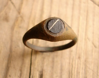 Ancient 16th-17th Century AD Bronze Ring with a Black Gem or Glass inlay / Authentic Artifact