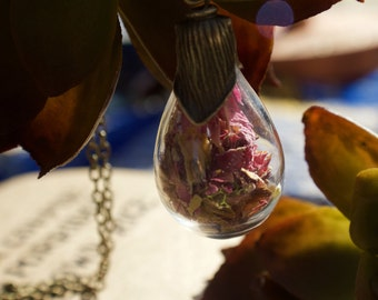 Flower petal bulb necklace