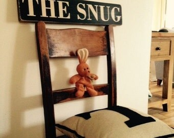 Vintage old style wooden Snug Sign