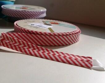 Red and White Diagonal Stripe Bias Binding 18mm Tape