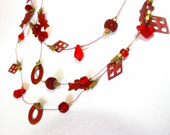 Petite, short necklace in red and gold, short necklace with red and gold element
