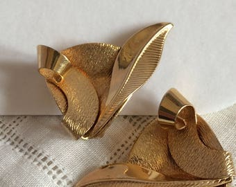 Reserved Marvella Goldtone Leaf n Swirlygigg Clipon Earrings