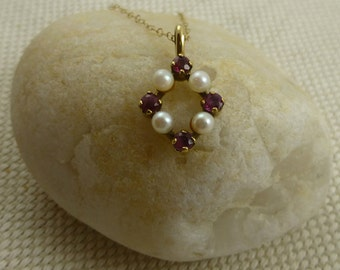 Vintage Garnet And Pearl Pendant - 9ct