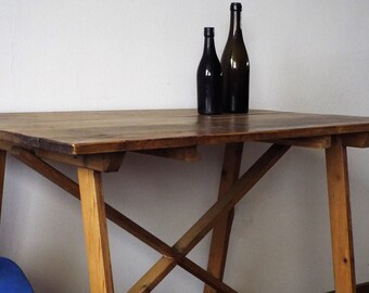 Dining table in Calvert in pinewood early ' 900