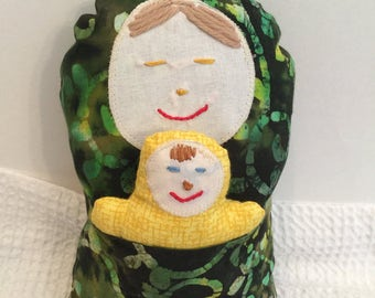 BertleberryBoutique Cultural Cuties Green Mama and Baby Pouch Dolls
