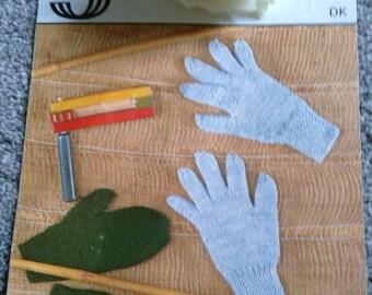 Vintage Sirdar Knitting Pattern Children's Mittens  & Gloves
