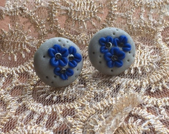 Hand emroidered earrings