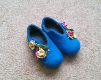 Home shoes / slippers / slippers different types and colors