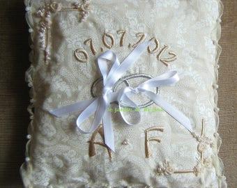 Ring bearer: wedding cushion