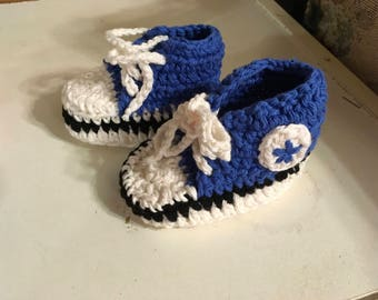 Crocheted baby converse shoes