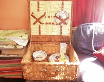 Optima wicker and leather picnic hamper for 6 people.