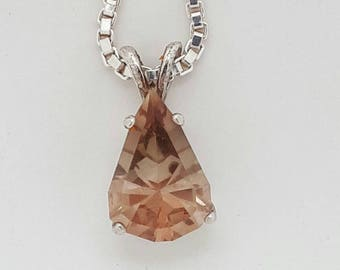 OREGON SUNSTONE PENDANT