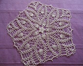 """""""Calla"""" round crochet doily"""