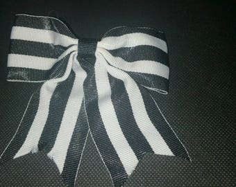 Single bow tie w/ single tails