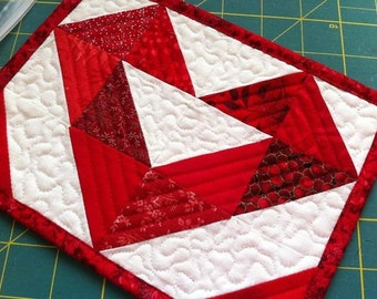 Mug Rug Pattern -  PDF Quilt Pattern  - Small quilt pattern, beginner pattern, downloadable pdf, Heart Quilt pattern, Valentine gift