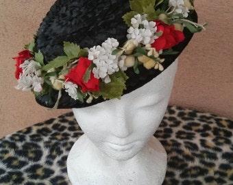 Vintage 1940s Straw Hat 40s Tilt Perch Black Pancake Percher Floral Wreath 2016400