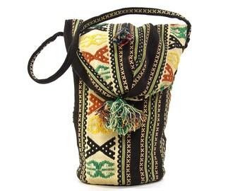 70s Huipil Tapestry Tote / Vintage 1970s Handwoven Blanket Shoulder Bag / Ethnic Boho Hippie Mexican Purse / Carpet Bag / Barrel Duffel Bag