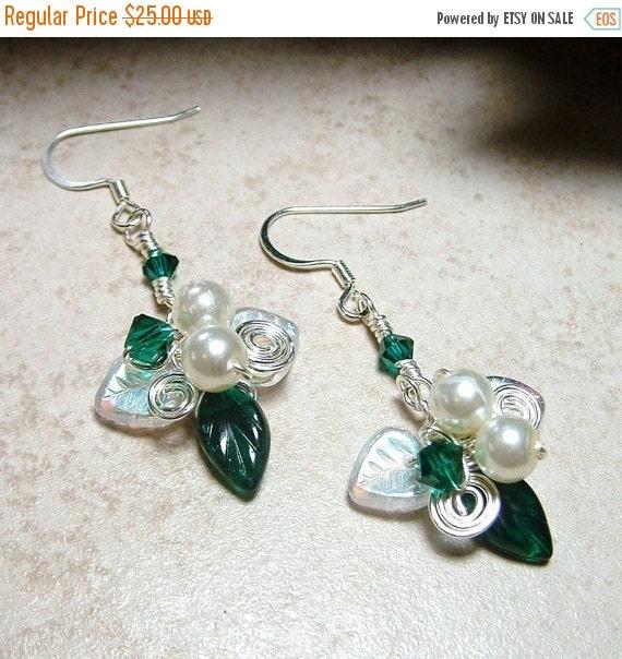 ON SALE Emerald Green Mistletoe Holiday  Earrings
