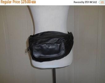Closing Shop Sale 45% Off Vintage 80s 90s black leather Fanny Pack Purse Belt Hip Bag