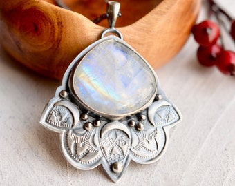 Moonstone Statement Necklace, Etched Silver Pendant, Textured Detail Necklace, Metalwork Necklace, Textured Silver Necklace, Boho Style